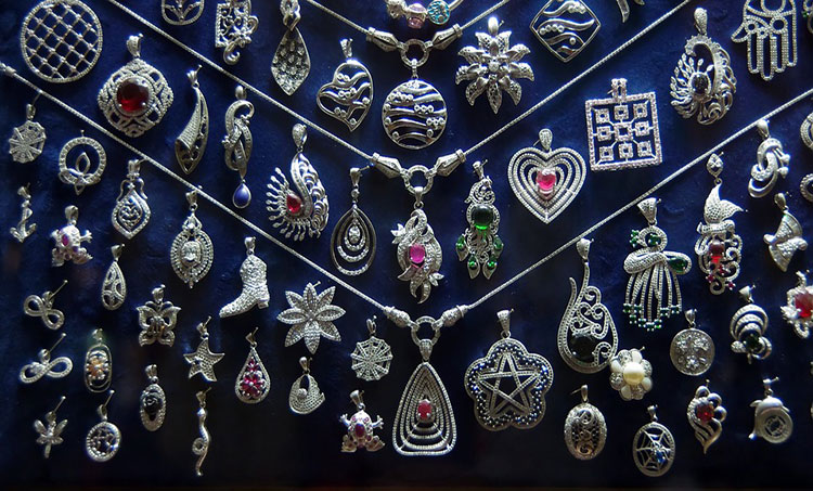 Shop Till You Drop – Jewellery Bazaars in Delhi