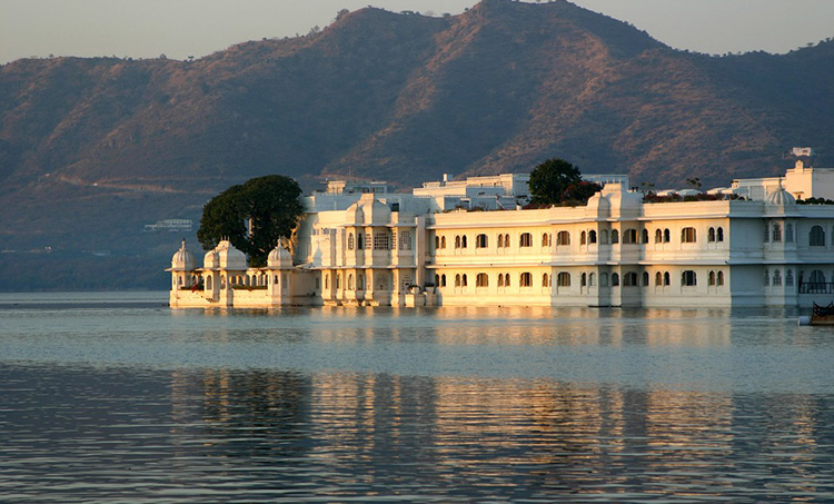 Discover Udaipur, the City of Lakes